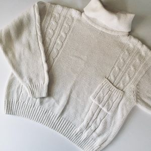 Chunky vintage white sweater with pocket